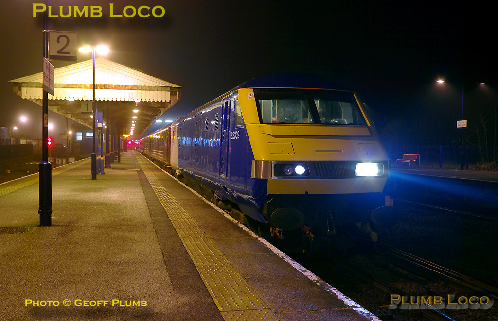 Having departed from Aylesbury at 05:15, the ECS for the first Chiltern LHCS service arrived in Princes Risborough at 05:30 behind 67018. It is now in the process of reversing direction to run to Banbury with Chiltern DVT 82302 leading the train. 05:37, Monday 13th December 2010. Digital Image No. GMPI7132.
