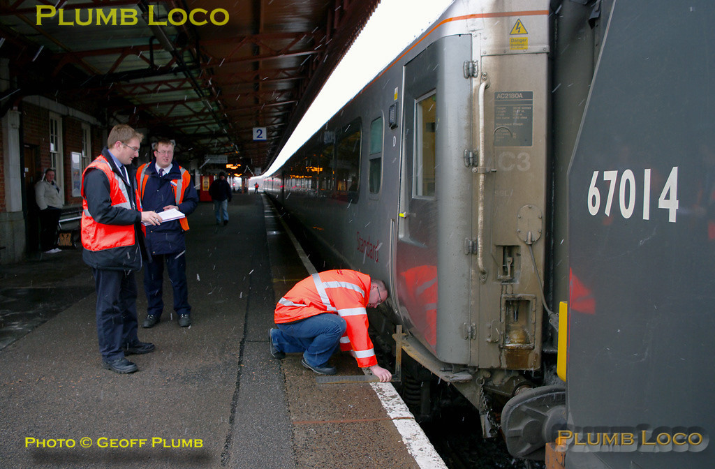The Chiltern safety team take step differential measurements during the station stop at Leamington Spa, in the company of Mark Miller, Chiltern station staff. The LHCS test train, 1Z67, stopped here for a few minutes for measurements to be taken, though this is a regular stop for WSMR trains. A freight train was scheduled to pass the train whilst here as well. WSMR 67014 is on the rear of the train. 14:26, Wednesday 1st December 2010. Digital Image No. GMPI6972.