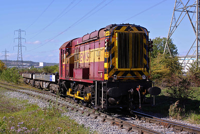 08405, fitted with remote control equipment, drags two empty BVA's from Tinsley yard to the Stainless melting and continuous casting shop at Tinsley Park. Note the oval buffers. 14/09/10. The presence of the ageing 08 only lasted until April the following year.