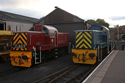 D9523 (in WR maroon) and 9529 (in BR blue), posed alongside each other beside Wansford shed during a diesel gala. 15/10/16