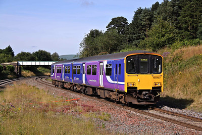 150133 slows for its stop at Chinley with the 08:45 Manchester Piccadilly - Sheffield on 08/08/09.