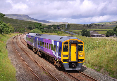158842 passes Grisedale Crossing on the Settle & Carlisle line, with 2H89 11:51 Carlisle - Leeds, 31/07/10.