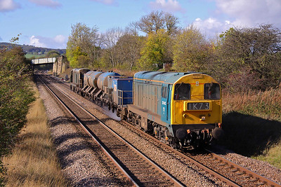 20142 in BR blue and 20189 in BR Green top and tail 3S14 Wrawby Junction - Malton RHTT past Butterthwaite Farm, Ecclesfield. 19/10/11.