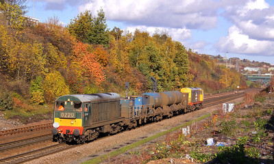 20189 and 20227 pass a stunning array of Autumnal colours at Wincobank with 3S14 11:26 Sheffield - Wakefield Kirkgate RHTT. 01/11/11.