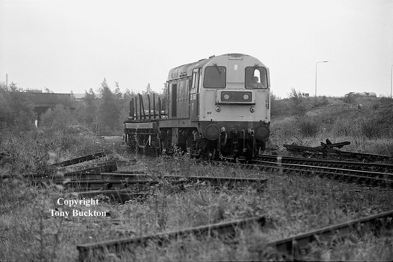 20169 meanders down the branch from Scunthorpe to Dragonby sidings with loaded BDA's on the morning of September 25th 1992.