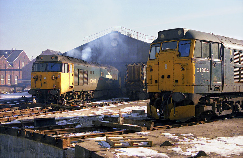 50035 and 31304 huddle round the turntable at Old Oak Common on a freezing Saturday 16th February 1985