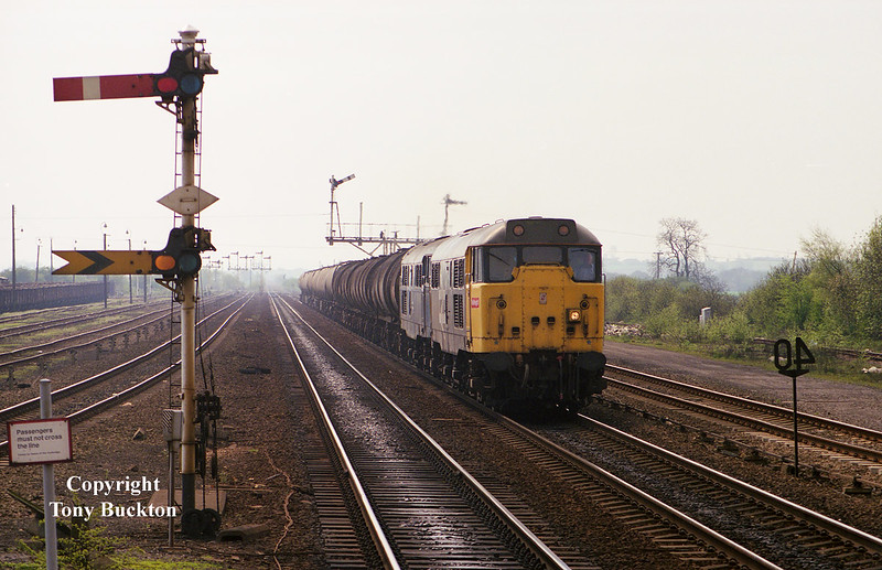 31304 and 31170 pass Barnetby on the afternoon of 4thMay 1989 with the combined Ashton - in - Makerfield / Preston Tanks.