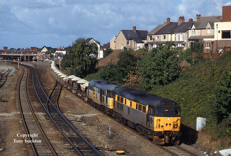31229 and 31201 pass Llandudno Junc at 11:54 on Friday 27th September 1996 with the 6F11 11:03 Penmaenmawr - Edge Hill.