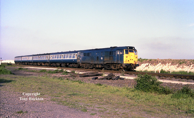 31405 passes Hessle Haven on the evening of June 8th 1984 with a set of Mk 2's from Hull Paragon.