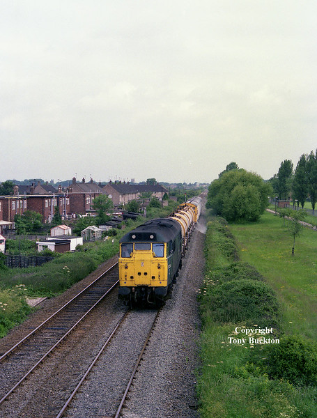 31234 powers the Eastern Region Weedkilling train towards Hull Paragon as it passes Hotham Road (Hull) footbridge at approximately 11:00 on June 26th 1985. The exact details of the working are unknown, but probably originated from York before running to Scarborough to cover the line to Hull.