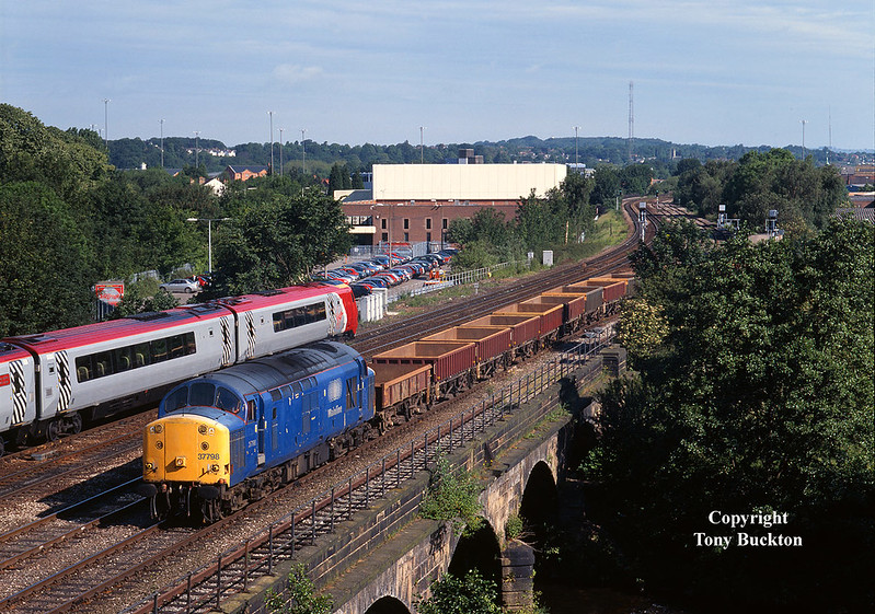 Running almost an hour ahead of schedule, 37798 departs Chaddesden Tip, Derby, on the morning of Tuesday 18th June 2002 with the 6G38 09:43 empty spoil boxes to Bescot.