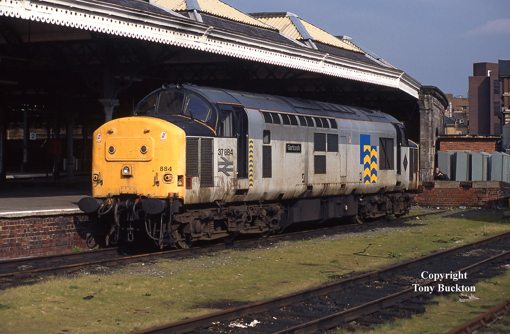37884 'Gartcosh' stands at the back of Hull Paragon on the afternoon of  April 5th 1995. <br /> The loco would have worked in on the the Mostyn - Saltend Acetic Acid tanks before running light to Paragon, and would later return to Saltend for the tanks to Spondon - as was the practice at this time.