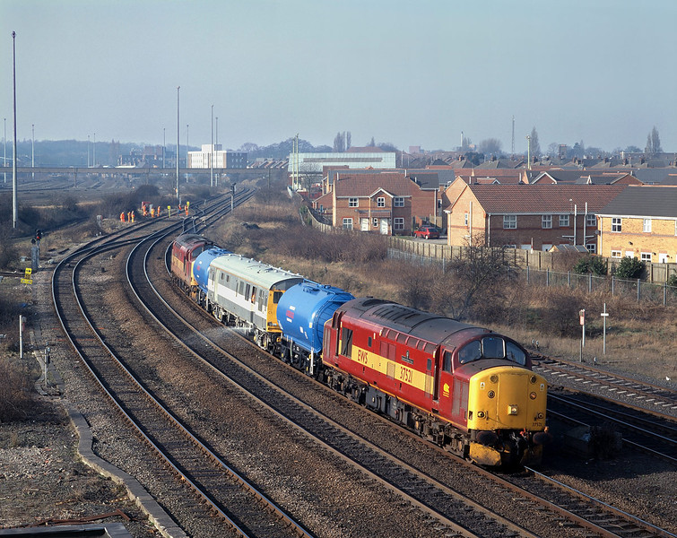 The bizarre phenomenon of weedkiller trains running in February took place in 2003 - not that any enthusiasts were complaining. On Wednesday the 26th, 37521 leads the 7Z07 from Healey Mills through Sunthorpe with 37684 bringing up the rear.
