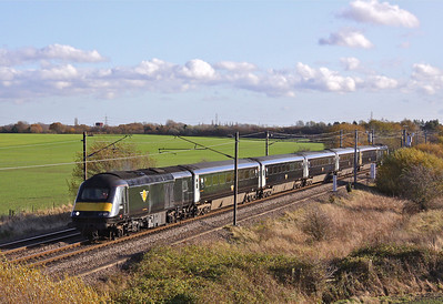 43065, looks decidedly bare without an orange stripe as it leads the 11:27, 1N26 Kings Cross - Sunderland past Burn, near Selby on 17/11/09.
