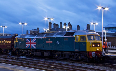 47580 terminates 'The Fylde Coast Express' at Sheffield. 16/06/12.