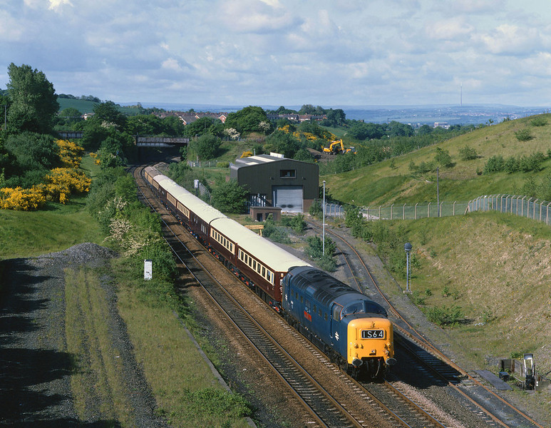 55019 passes through the former Goose Hill Jnc, Welbeck, near Normanton with the 1Z55 Manchester - Berwick Northern Belle, at 09:05 on Wednesday 24th May 2000.