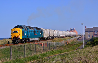 55022 'Royal Scots Grey' departs North Blyth 50 minutes early with 6N69 (17:54) to Lynemouth. 03/05/11.