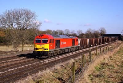60015 crawls past Knabbs Bridge, New Barnetby with 6T25 13:30 Immingham ore terminal - Santon loaded iron ore on Saturday 02/03/13.