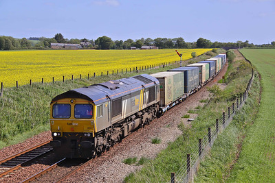 66304 passes Craigo, North of Montrose with 4A13 11:45 Grangemouth - Aberdeen Asda/Malcolm 'boxes. 29/05/11.