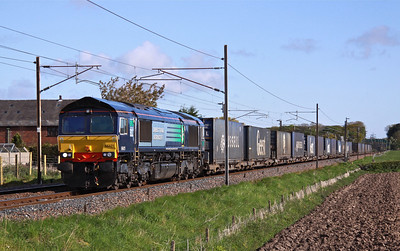 66421 heads South past Brock on the West Coast Mainline with 4M34 04:26 Coatbridge - Daventry on 16/05/12.