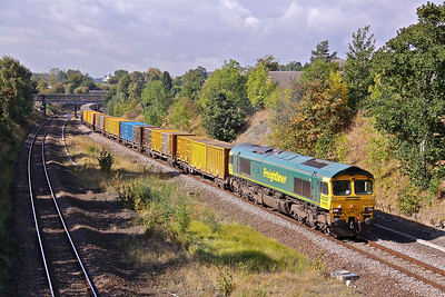 66526 'Driver Steve Dunn (George)' passes Horbury at Midday with 6E06 09:33 Bredbury - Roxby . 24/09/09.