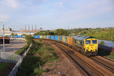 66609 passes Parkgate, Rotherham with 6M07 17:04 Roxby - Bredbury empty binliner, 10/08/09.