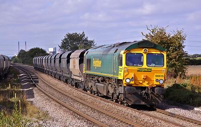 66615 passes Whitley Bridge with 6R33 08:58 Immingham - Drax Petroleum coke. 01/10/09.