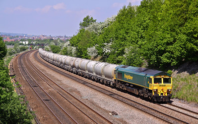66606 heads South at Hasland working 6L87 12:37 Earles Sidings - West Thurock loaded cement PCA's. 24/05/10.