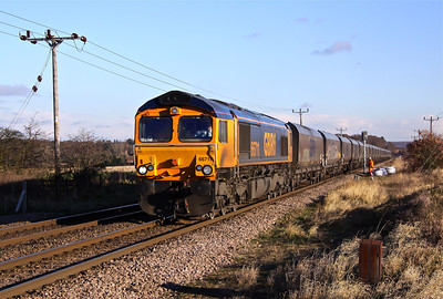 66711 approaches Rushey Sidings Crossing, West of Retford with 4K55 12:21 West Burton - Thoresby empty coal, 04/12/12.