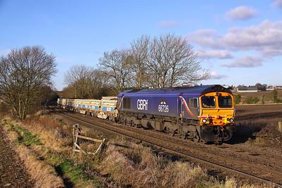 "66726 ""Sheffield Wednesday"" hauls a short 6L28 Carlisle Yard - Whitemoor loaded spoil past Chellaston, 29/11/12."