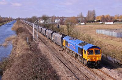 66722 'Sir Edward Watkin' passes Crowle while working 4R41 09:30 Eggborough - Immingham coal empties. 13/03/10.