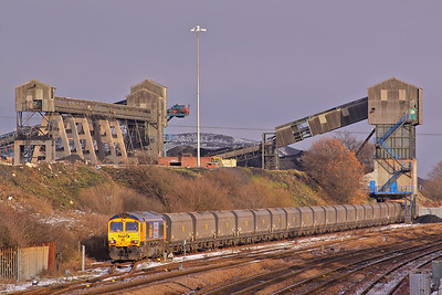 66705 'Golden Jubilee', hired in due to the lack of available Fastline traction, waits time between the snow flurries and bursts of sunshine at Hatfield Colliery with the 13:05, 6A60 to Ratcliffe power Station. 18/12/09.