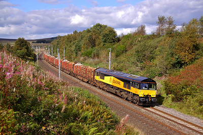 66841 decends the West Coast Mainline at Greenholme with 6J37 12:50 Carlisle Yard - Chirk timber. 17/09/10.