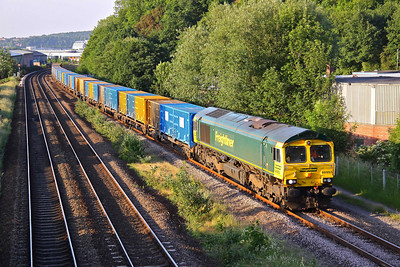 66953 crawls into Heeley Loop, Sheffield just before 8 p.m. with 6M06 17:04 Roxby - Bredbury 'binliner'. 22/06/10.