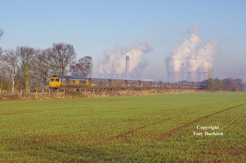 66710 approaches West Bank crossing on the Drax branch with the 4N96 13:15 empty hoppers to Tyne Coal Terminal on Thursday 29th December 2016.