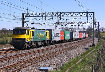 90049 SOULBURY 4M81 07.30 Felixstowe-Crewe