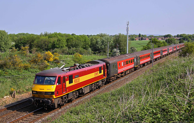90020 'Collingwood' passes Red Bank with 10:14 Blackpool North - Wembley 'footex'.