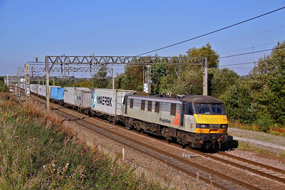 90044 still in Freightliner Grey, passes Weaver Junction with 4L92 Garston - Felixstowe containers , 28/09/11.