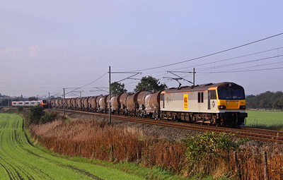 92026 'Britten' passes Red bank with the Wednesdays only 6S94 03:05 Dollands Moor - Irvine clay tanks. 13/10/10.