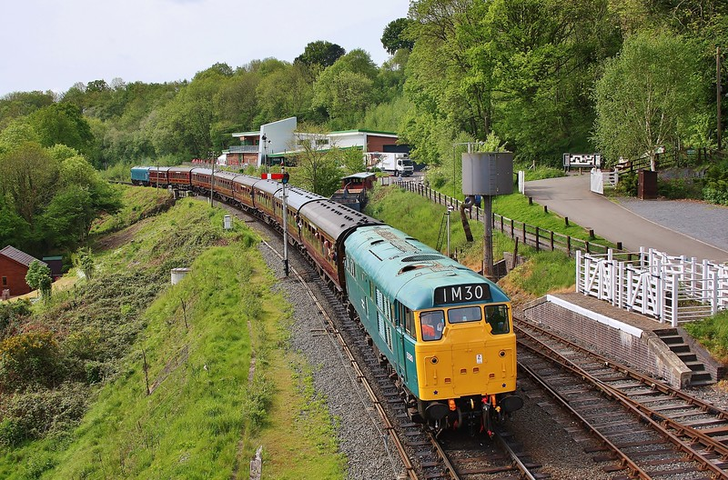 5580 09:10 Kidderminster to Bridgnorth at Highley 19/5/16.