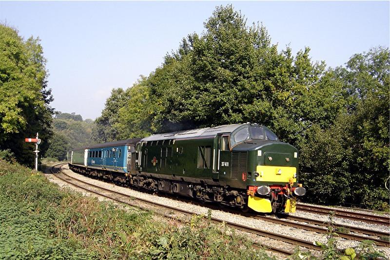 37411 11:15 Rhymney to Cardiff Central at Ystrad Mynach 15/10/2005.