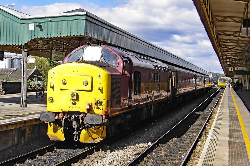 37405 09:59 Cardiff to Rhymney at Cardiff 7/5/2005.