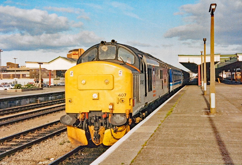 37407 at Cardiff Central with the Cardiff 17:20 from Bristol Temple Meads 15/4/1995.