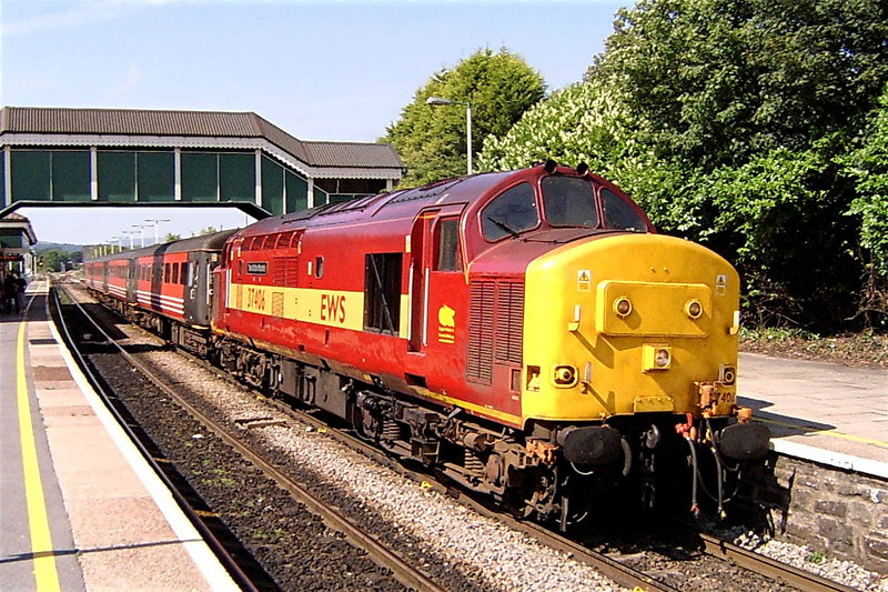 37406 at Bridgend with the 13:35 Fishguard Harbour to Rhymney 31/7/2004.