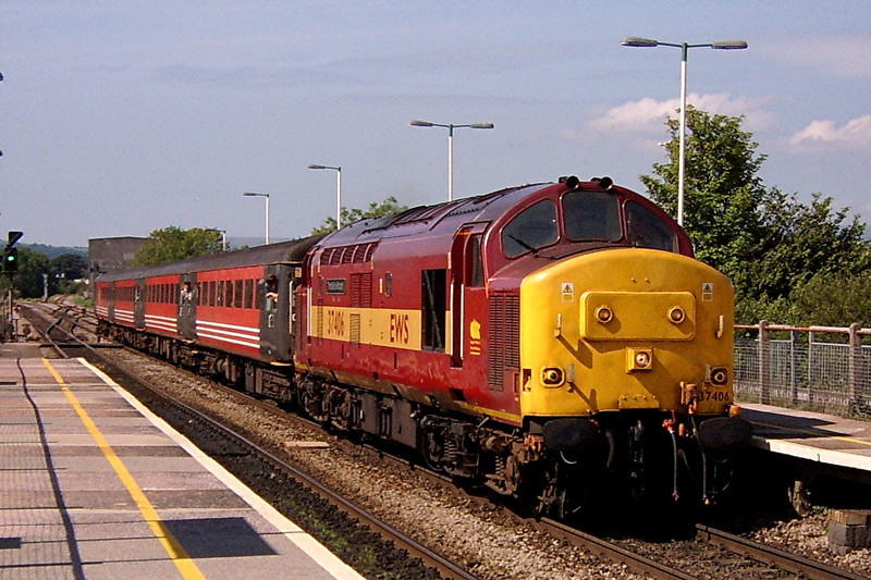 37406 arriving at Bridgend with the 13:35 Fishguard Harbour to Rhymney 31/7/2004.