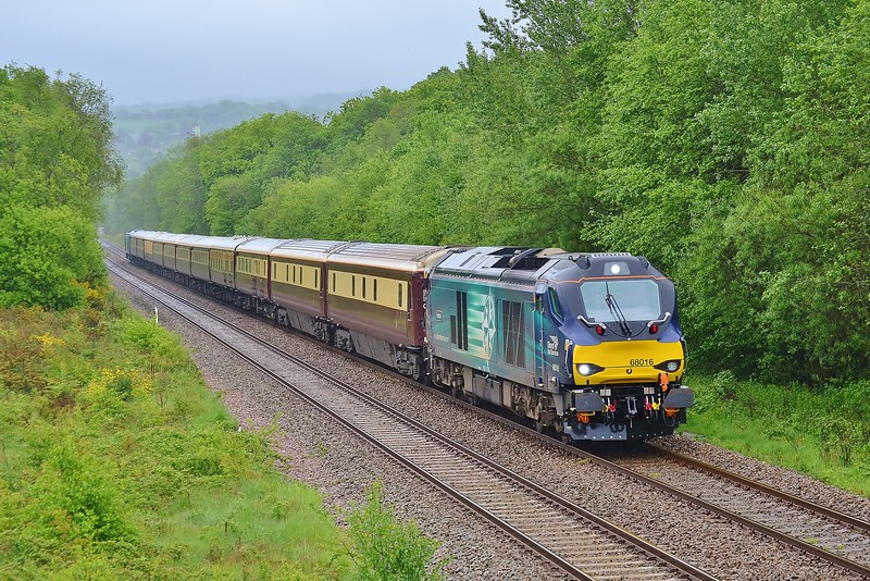 68016 'Fearless' top and tail with 68017 'Hornet' 1Z27 07:09 London Paddington to Carmarthen at Gowerton 21/5/16.
