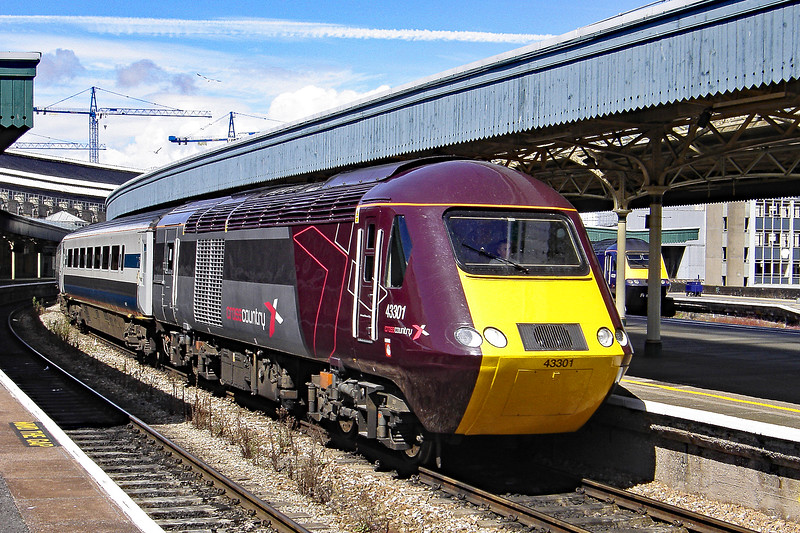 43301 & 43007 1V49 09:40 Newcastle to Newquay at Bristol Temple Meads 02/08/2008.
