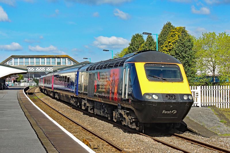 43172 & 43010 1L52 0938 Carmarthen to Paddington at Llanelli 28/4/18.