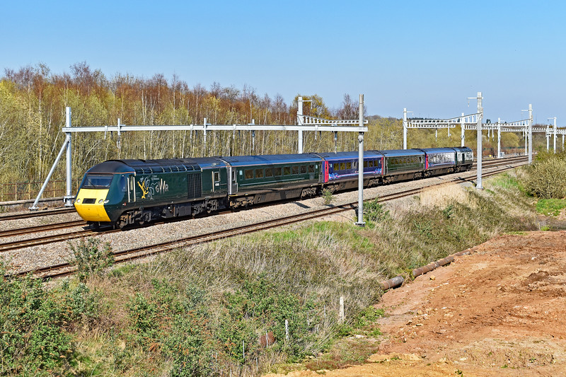 43188 & 43042 2U08 0841 Weston-Super-Mare to Cardiff Central at Coedkernew 28/3/19.