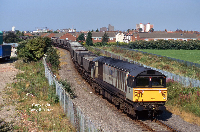 58006 nears journeys end as it passes under Southcoates Lane, Hull at 10:10 on July 29th 1997 with the 6Y97 07:25 Milford - Hull Coal Terminal.